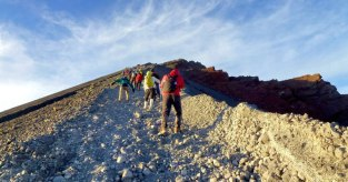 Climbing mount Rinjani to go Summit 3726 m